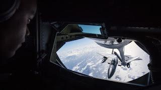 pengisian bahan bakar pesawat di udara