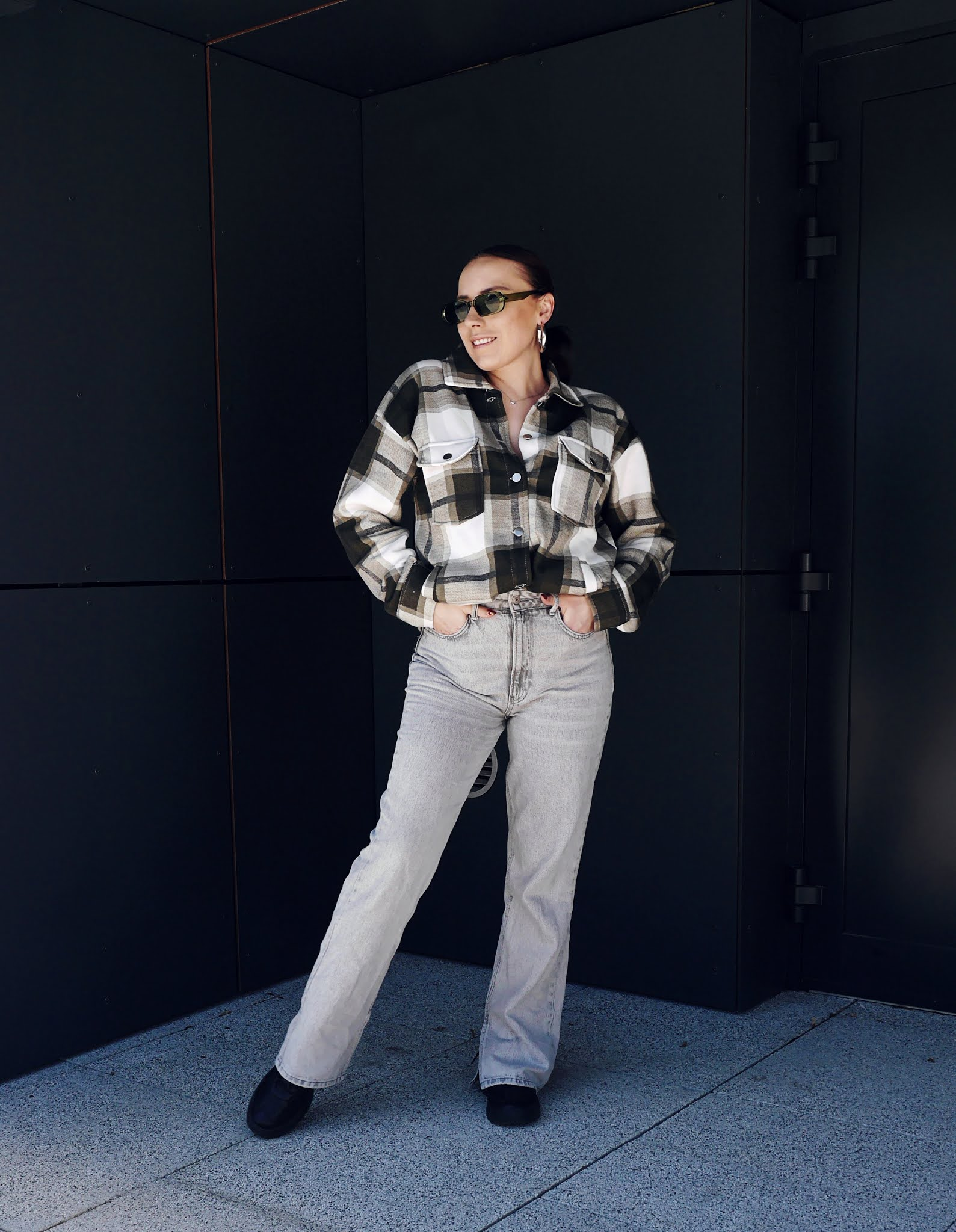 fashion blogger karyn dnim pants gray plaid shirt femme luxe green sunglasses aliexpres black sneakers sporty shoes bonprix ootd outfit look spring mood