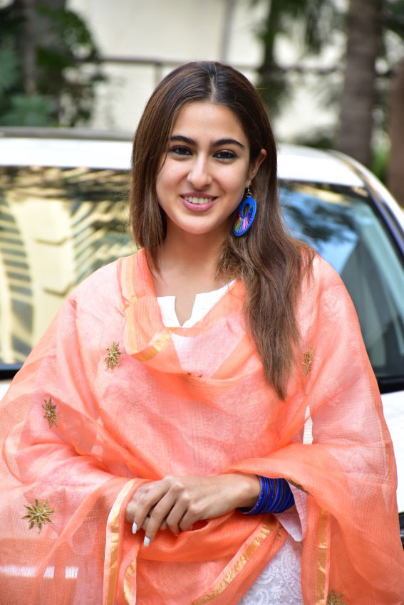 SARA ALI KHAN WIKI - BIOGRAPHY- AGE -HEIGHT -BOYFRIEND -FAMILY AND MORE