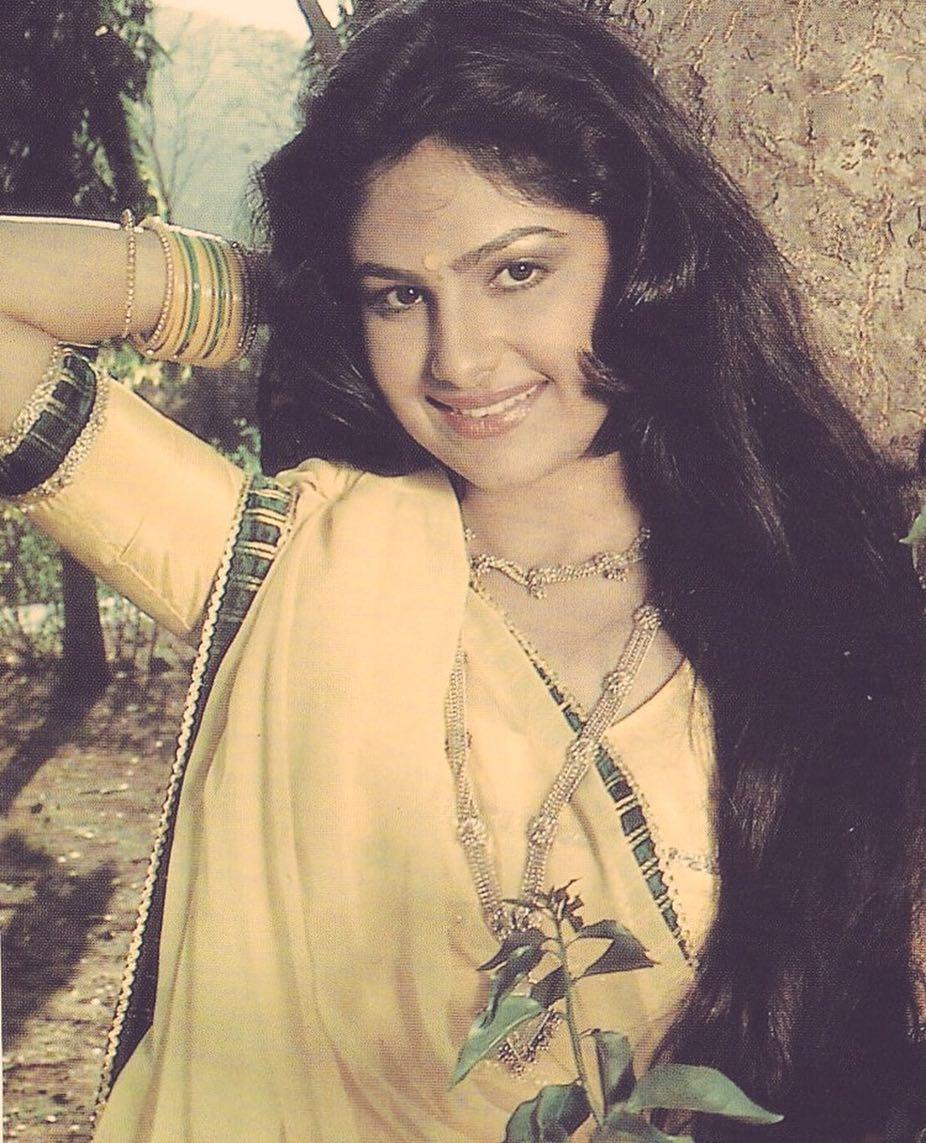 Ayesha Jhulka Sexy Photo