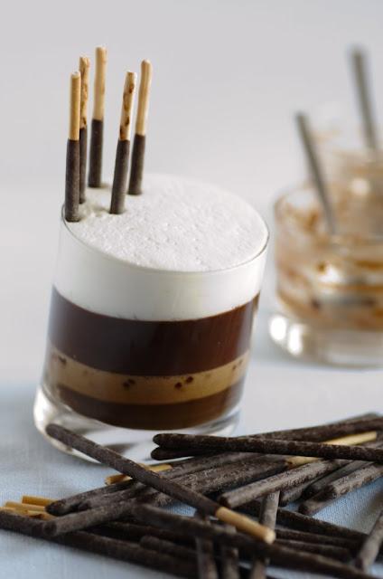 Crema al caffè con cardamomo, ganache di gianduia, mikado e chantilly