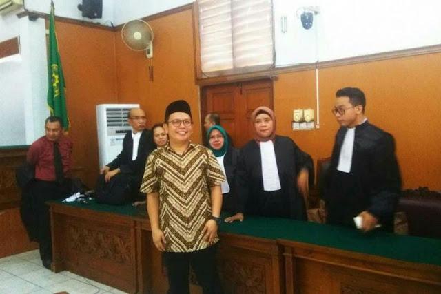 Aktivis Jamran menjalani sidang putusan kasus UU ITE di Pengadilan Negeri Jakarta Selatan