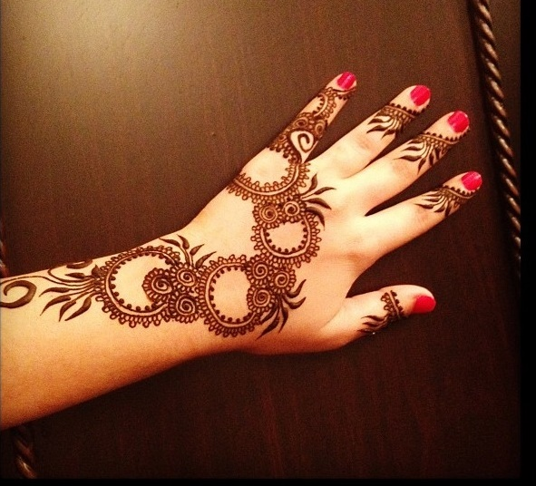 stylish mehndi ki design