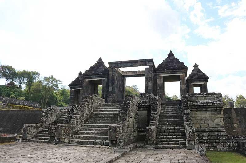 Fasilitas Wisata Istana Ratu Boko Jogja