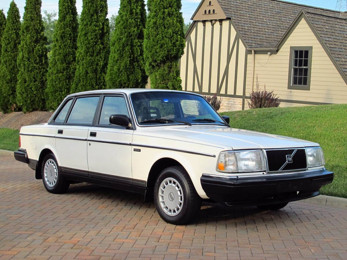 Daily Turismo: Maytag White: 1986 Volvo 240 Sedan