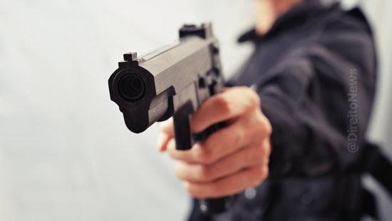 juiz absolve homem assaltar arma brinquedo