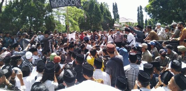 Geruduk DPRD Cirebon, Lingkar Santri Minta Hermanto Minta Maaf Secara Terbuka