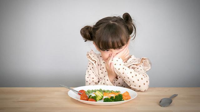 gambar anak susah makan, penyebab nafsu makan menurun, agar anak mau makan, penambah nafsu makan balita, nafsu makan menurun, mengatasi anak susah makan, makanan penambah nafsu makan anak, penyebab anak susah makan dan cara mengatasinya, penyebab anak susah makan,