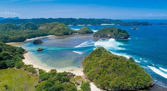 wisata baru Pantai Teluk Asmoro malang
