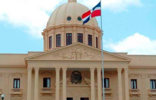 El presidente Medina se encuentra reunido con funcionarios en el Palacio Nacional