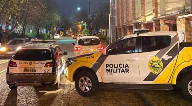 Às vésperas do decreto, fiscalização encontra 120 idosos em barracão de bingo, em Curitiba
