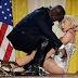 Μετανιωμένη για τη συνεργασία της με τον Ρ.Κέλι η Lady Gaga Μήνυμα συμπαράστασης στα θύματα του διάσημου τραγουδιστή