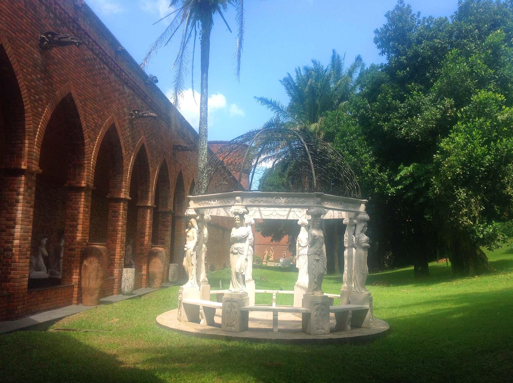 Instituto Ricardo Brennand, museu em um castelo no Recife.