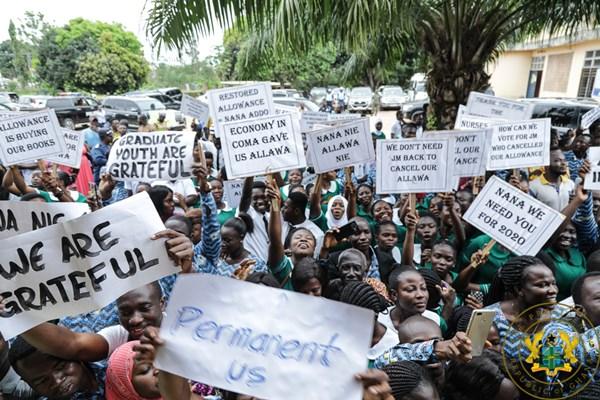 Sunyani Nursing Trainees Hail President Akufo-Addo