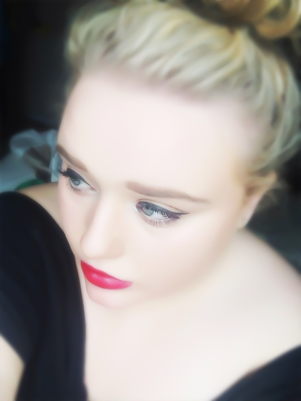 Glamour Makeup: Elle Law: Simple Hollywood Glamour Makeup Look