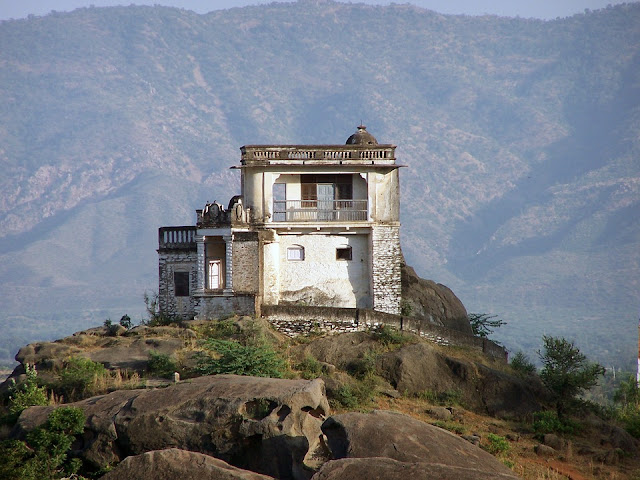 Top 10 Romantic Honeymoon Places in India, mount abu weather