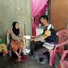 Dua Orang Warga Kelurahan Canrego, Senang dan Terharu di Sambangi Personil Bhabinkamtibmas Dari Polsek  Polsel
