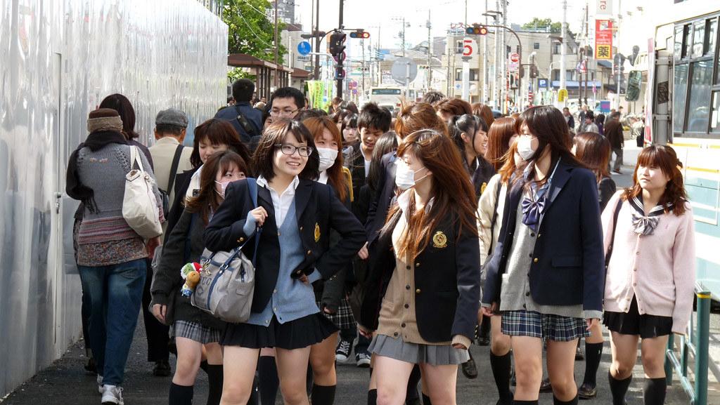 Rok Mini Siswi Jepang seksi dan manis