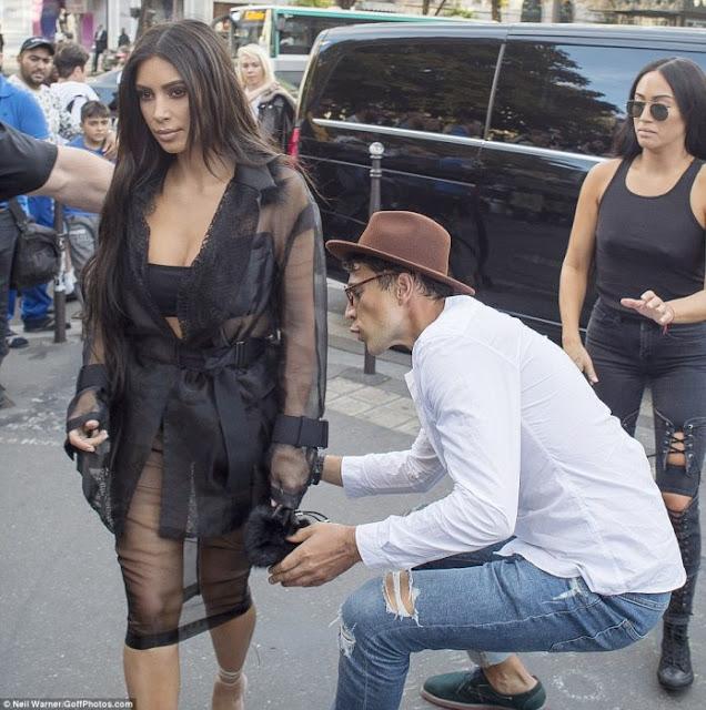 El bromista que intenta besarle el trasero a Kim Kardashian