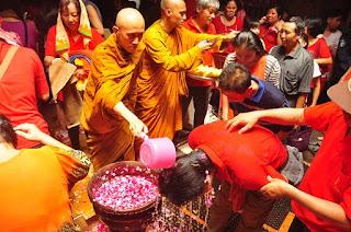 Tak Ingin Sial di Tahun Depan. Warga Tionghoa Gelar Ritual Pao Oen