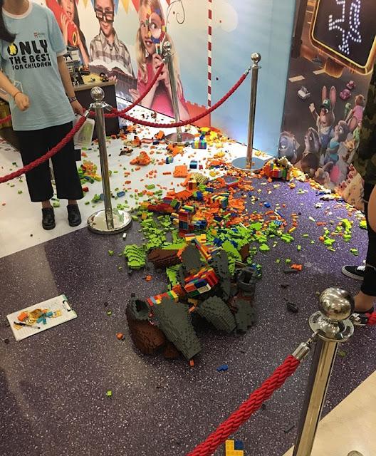 Construyen escultura Lego en 3 días y un niño la destruye