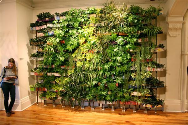 Jard n vertical con materiales reciclados jardines - Jardin vertical interior ...