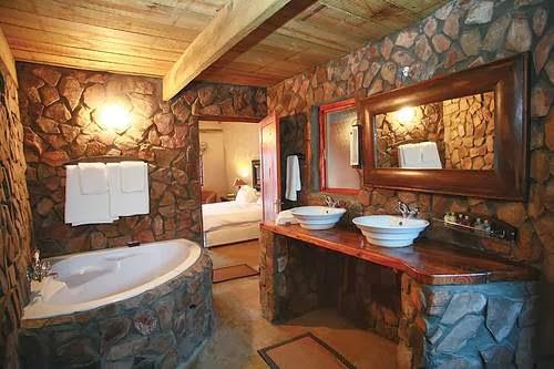 Diseño de baño rústico