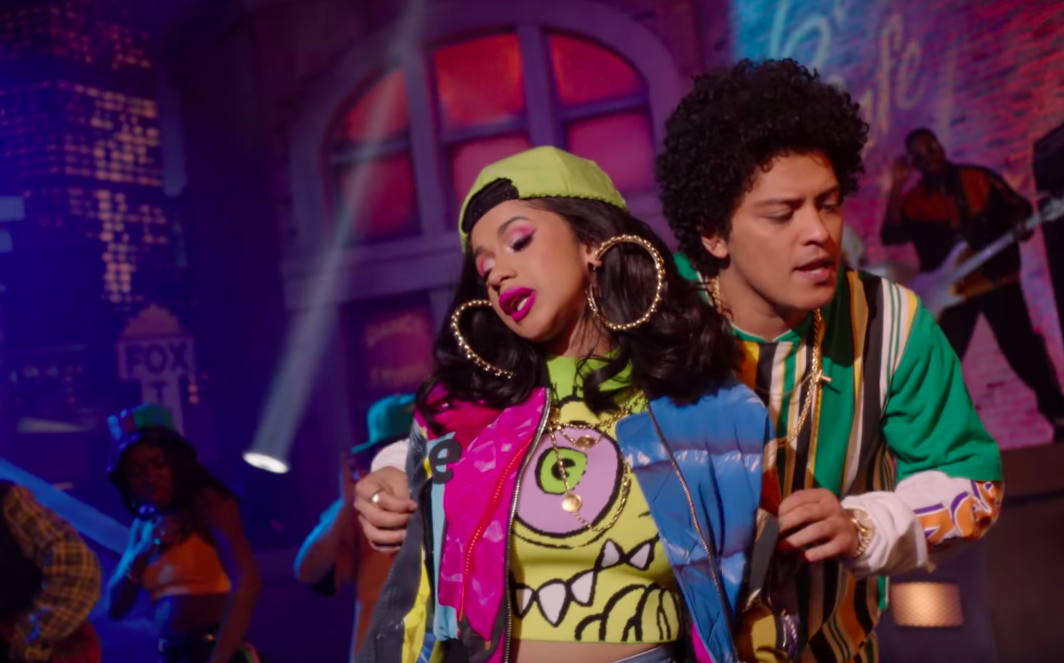 Bruno Mars - Finesse Remix feat. Cardi B | Offizielles Musikvideo - SOTD