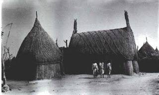 منازل قشية دائرية ومستطيلة عشاش 1947م