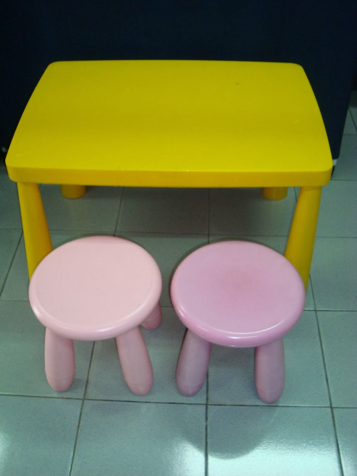 preloved toysworld thetottoys ikea mammut table and stool. Black Bedroom Furniture Sets. Home Design Ideas