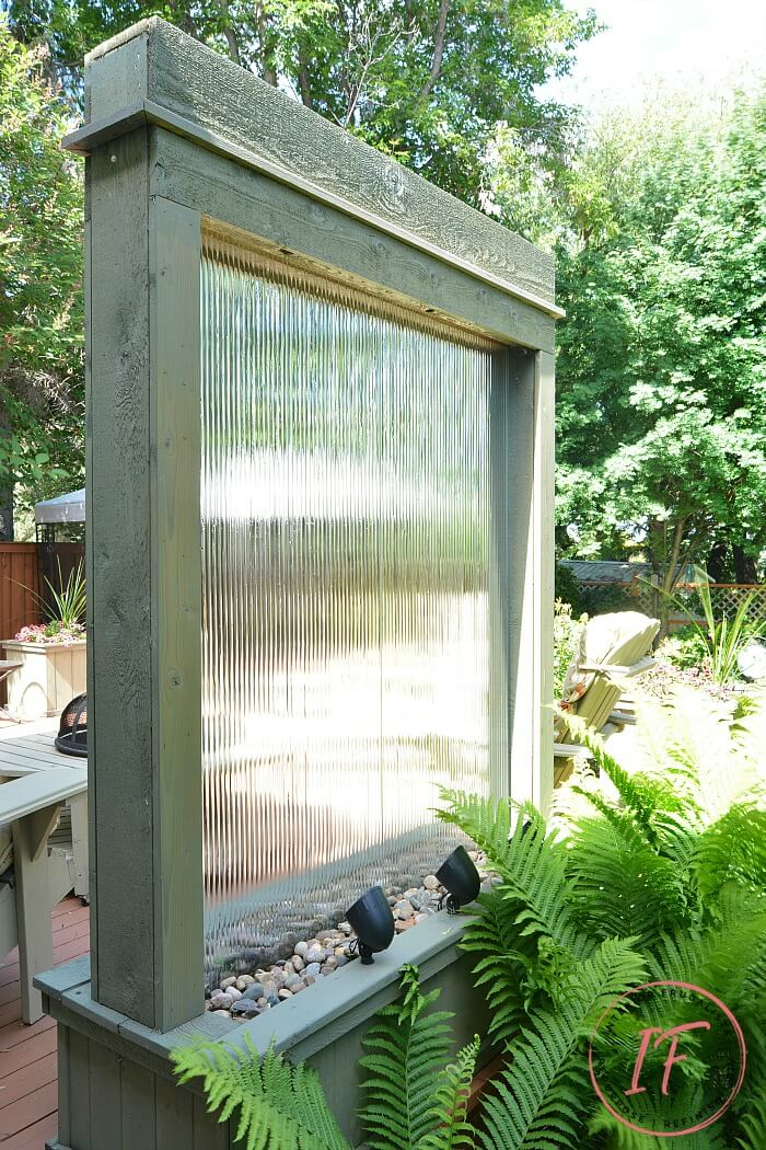 DIY Outdoor Privacy Screen Water Wall