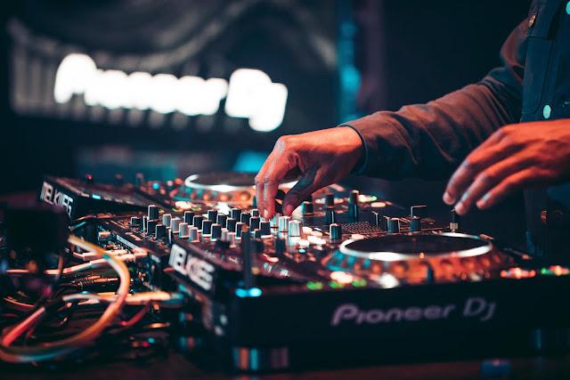 DJ's μέχρι και την παραμονή της Πρωτοχρονιάς σε κεντρικά σημεία του Ναυπλίου