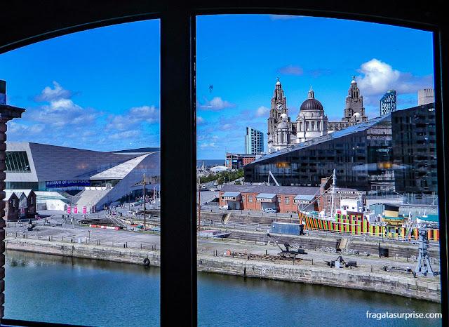 O Waterfront de Liverpool visto de uma janela do Museu da Escravidão