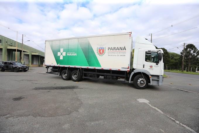 Caminhões carregados com insumos para a vacinação iniciam distribuição no Paraná