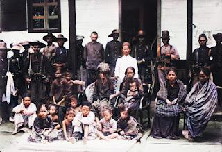 keluargas sisingamangaraja bersama hans christoffel dan pasukan belanda