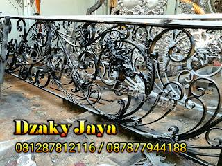 Model railing tangga besi tempa modern klasik Dzaky Jaya.