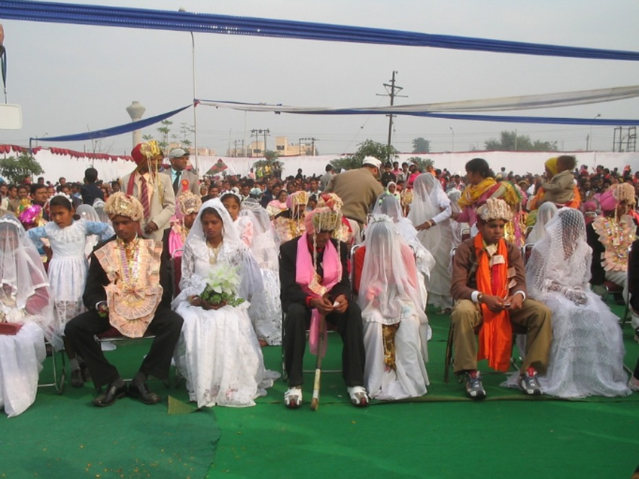 M Weddings In India Relieve Families Of Financial Strain Ociated With A Traditional Dowry And Large Wedding These Brides Wear White Instead The