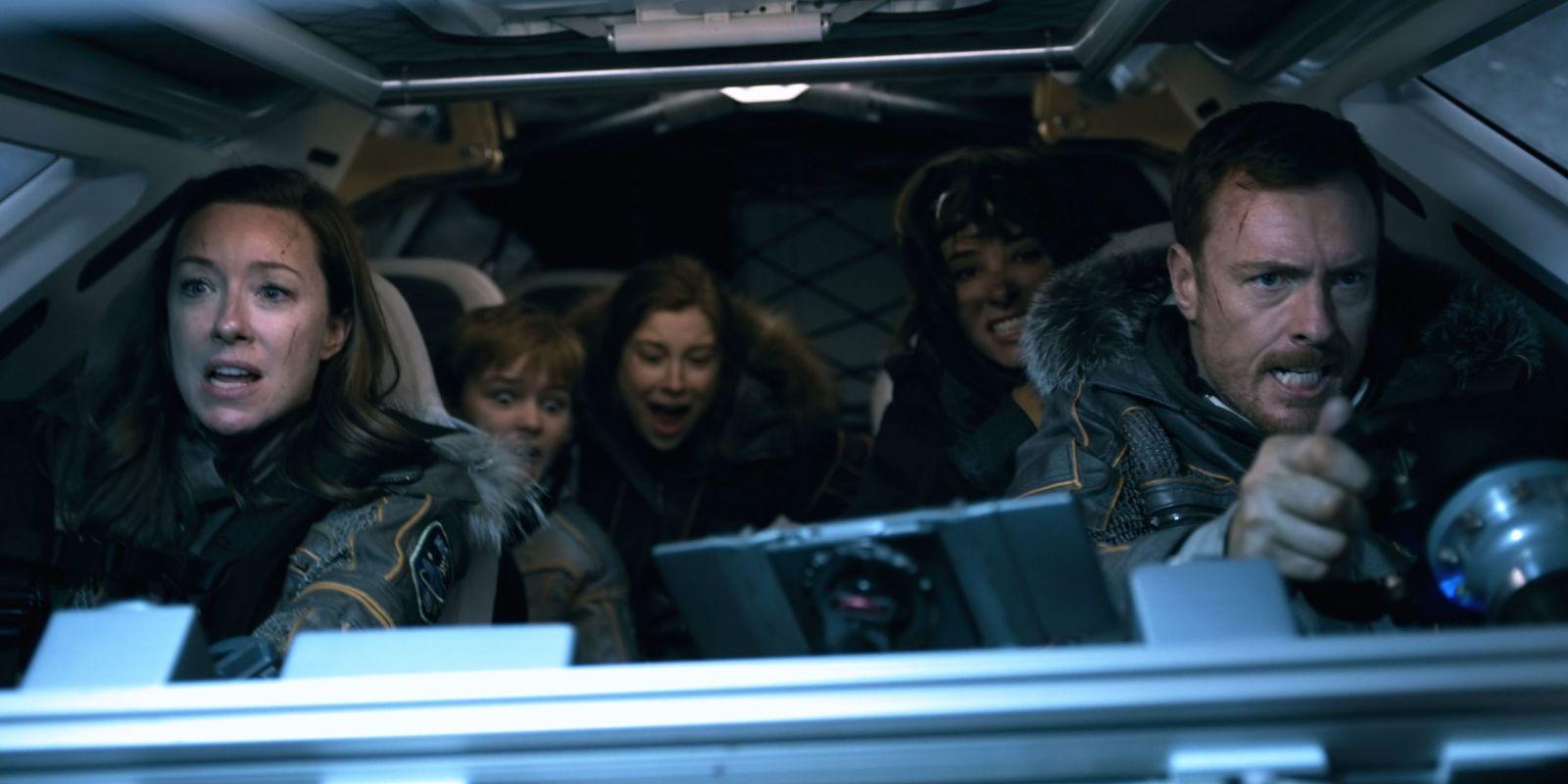 La familia Robinson sufre un accidente al inicio de Lost in Space
