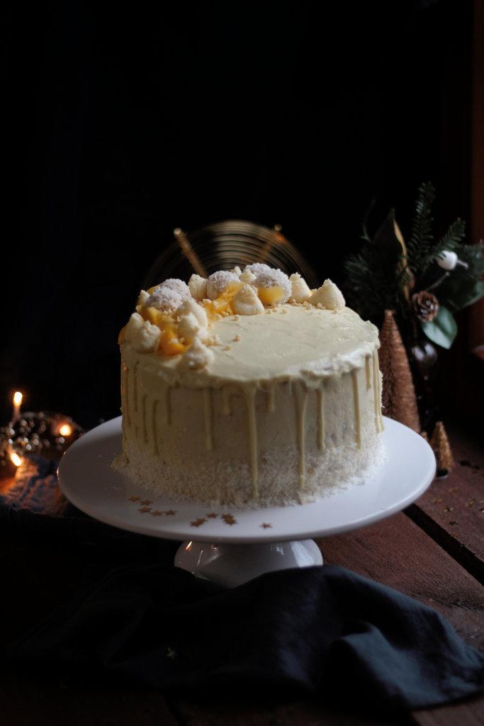 Mein vierter Bloggeburtstag mit fruchtigem Kokos-Mandel Törtchen und feinen Geschenken. Das wird eine Sause! {Anzeige}