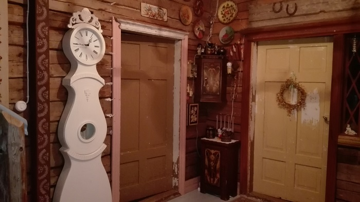 eteisaula vanha talo hirsiseinä
