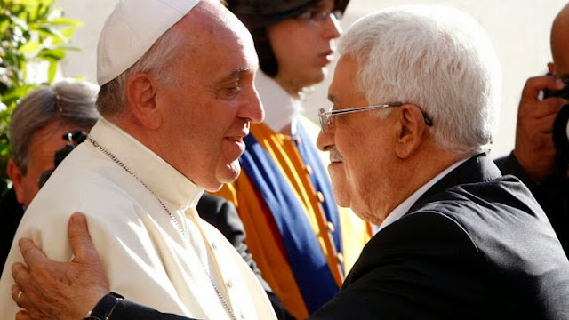Pope Francis welcomes Mahmoud Abbas