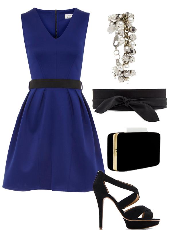 Outfit con vestido azul electrico