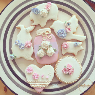 natural food colouring piped flower cookies in animal and jar shapes