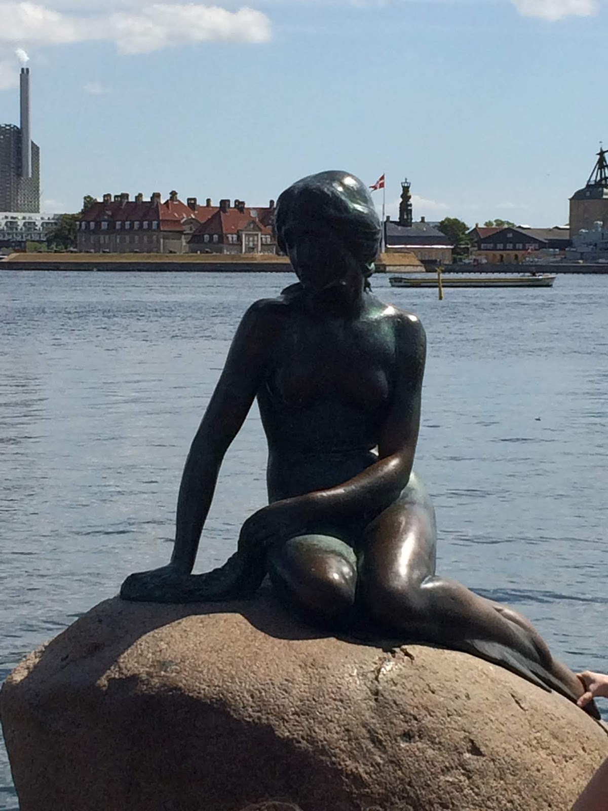 Photo of The Little Mermaid statue taken from the front