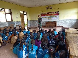 Satgas Pamtas RI-RDTL Yonif Raider 142/KJ Berikan Penyuluhan Bahaya Narkoba Kepada Pelajar SMP Negeri Loohali