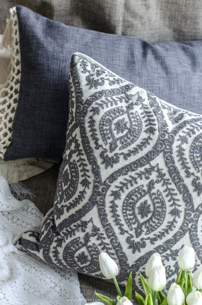 Change your rooms style by mixing and matching throw pillows.  This post is filled with tips on how to do that. #pillows #decorating #decorating101 #andersonandgrant