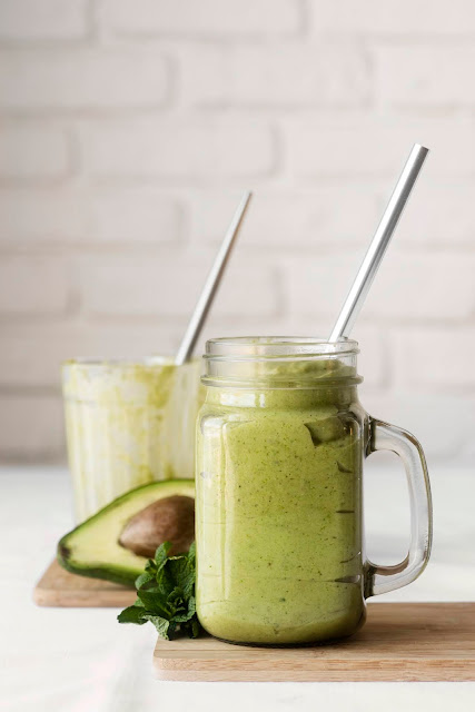 Smoothie con avocado, kiwi e banana
