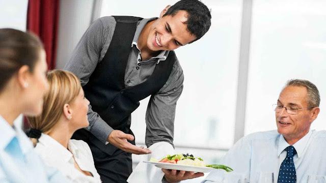 Ζητείται σερβιτόρος στο Τολό