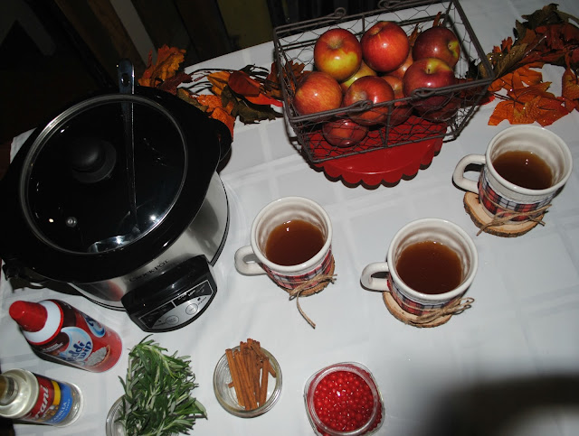 Hot Cider bar for Friendsgiving by Fizzy Party