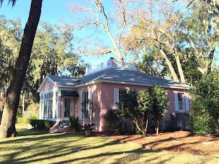 Classic pink houses in Savannah GA are seen also in Isle of Hope   Photo (c) Sandy Traub / Zeigler House Inn B&B